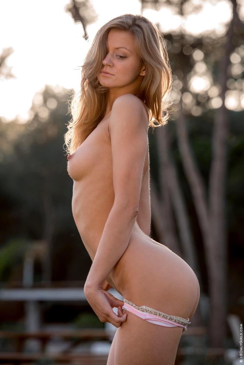 Hot women 18