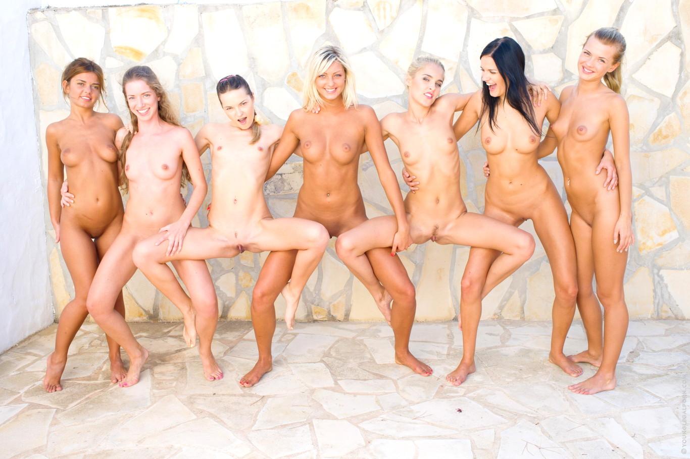 julkkisten alastonkuvia sihteeriopiston naiset