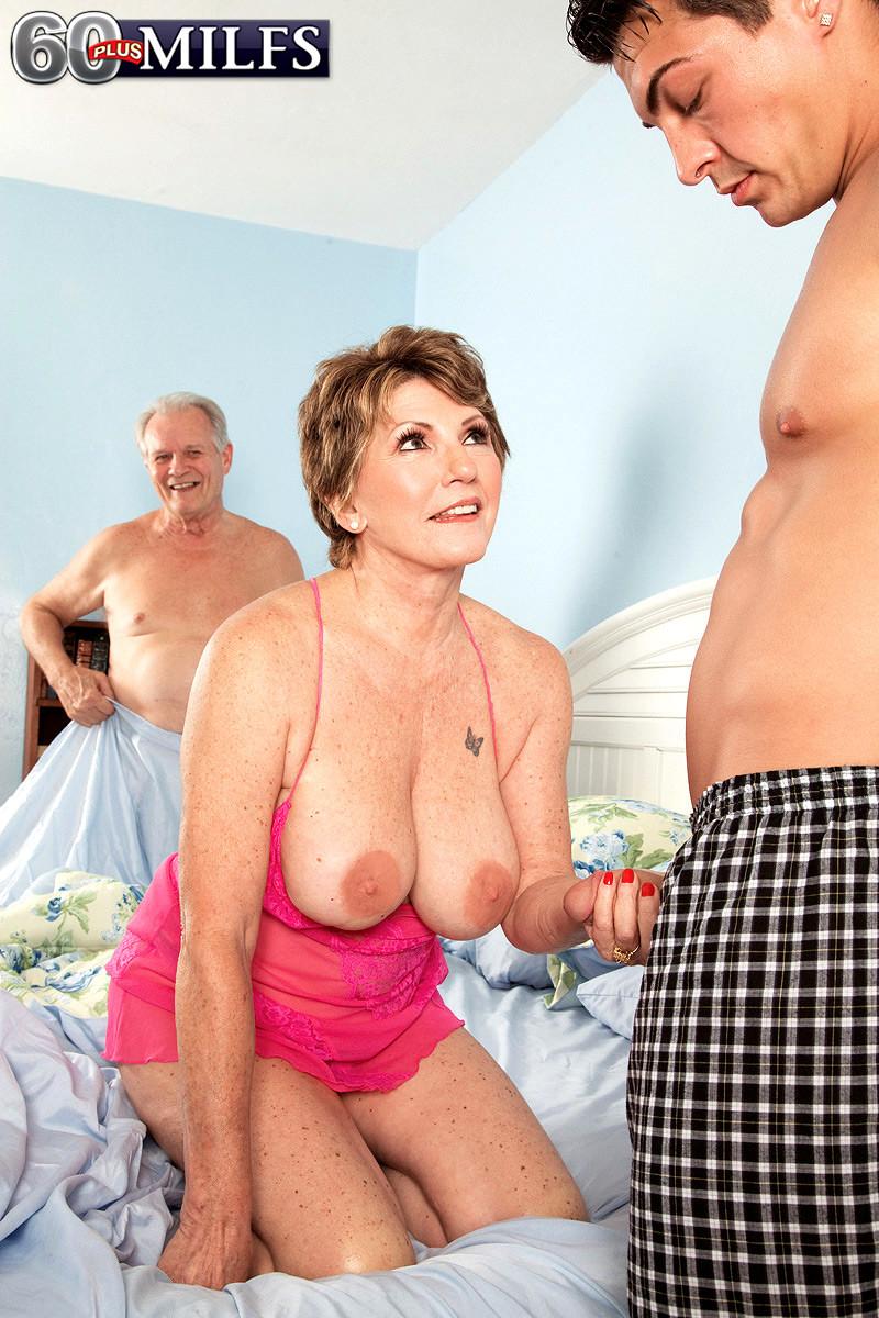 Жарит увидел голую тещу секс