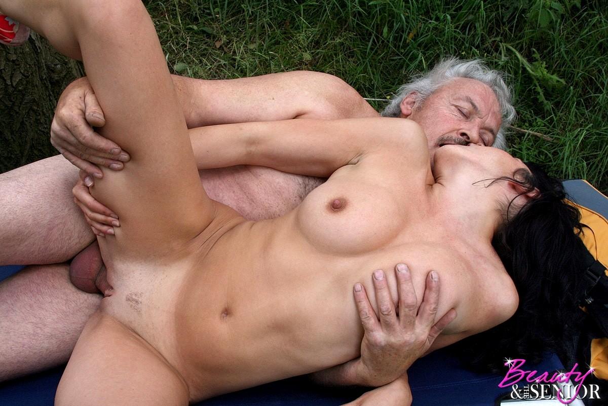 секс старый развратник лижит бабы его