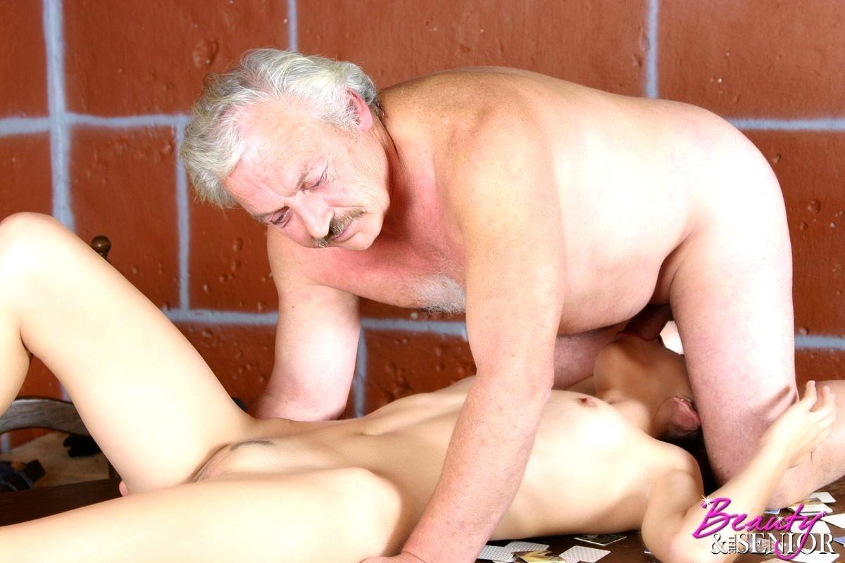 smotret-porno-pro-gryaznih-starikov-dosug-transom