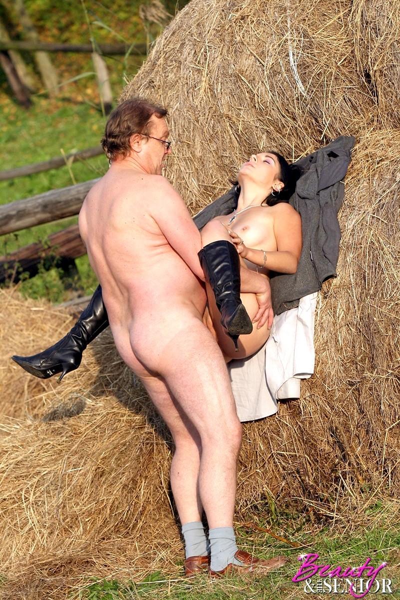 Секс с людкой из села видео, с женами на отдыхе видео