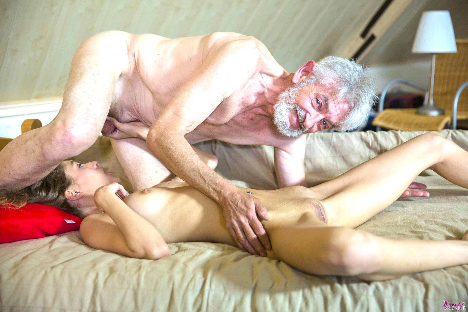 Как старые мужики трахают девушек