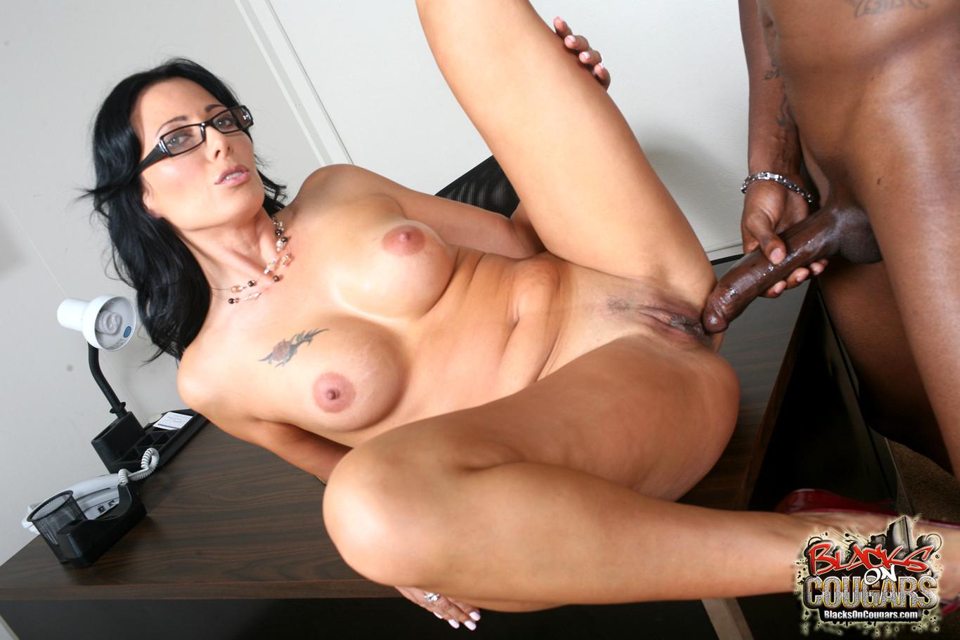 porno-sekretarshi-s-negrom-parni-porno-veb-kamera