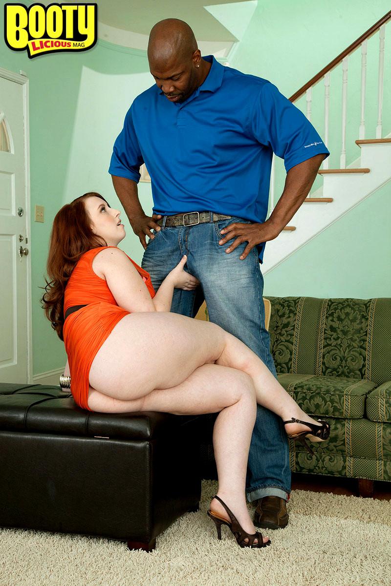 Толстая девушка в очках на диване с негром порно, связали задрочили порно