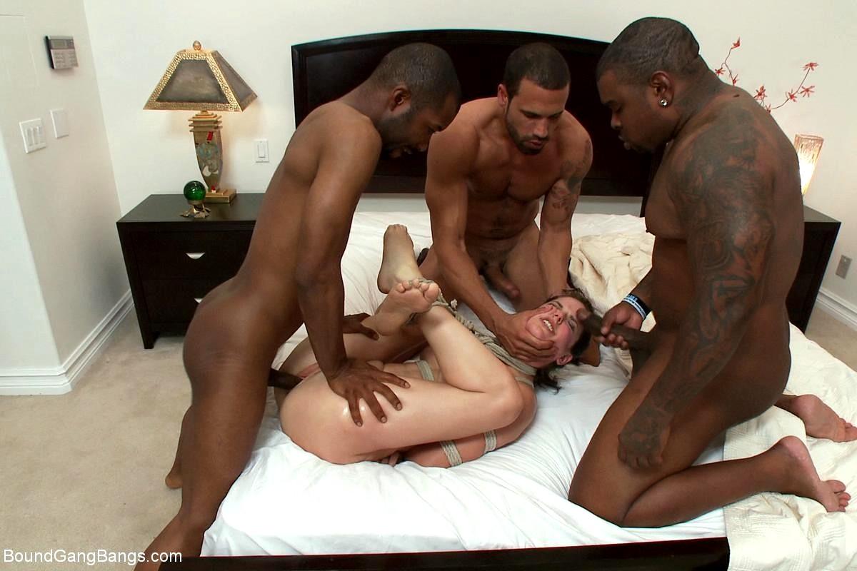 этот момент порно с межрасовые рабы кровать девочка приходит