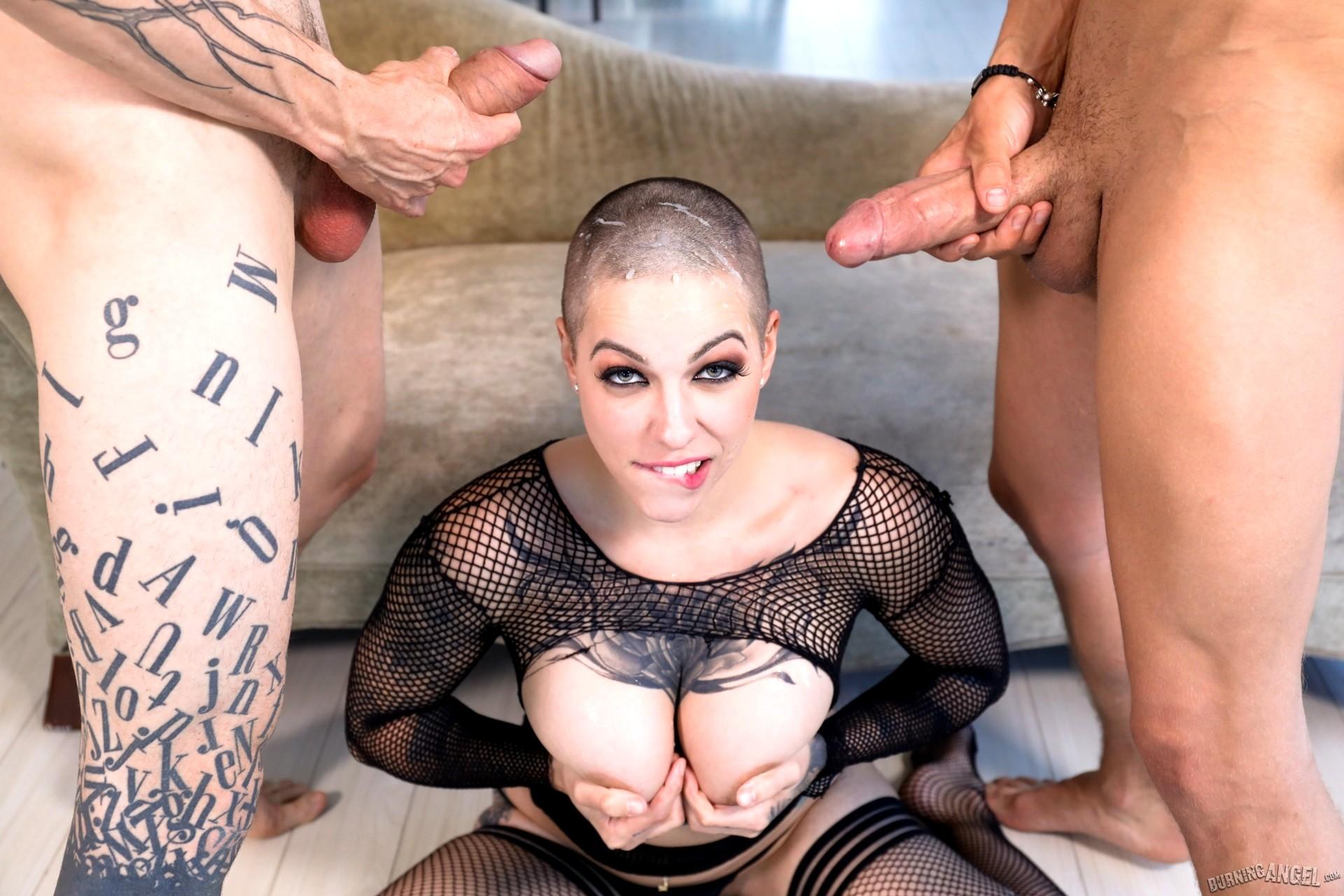 Жесткое порно с лысой девушкой