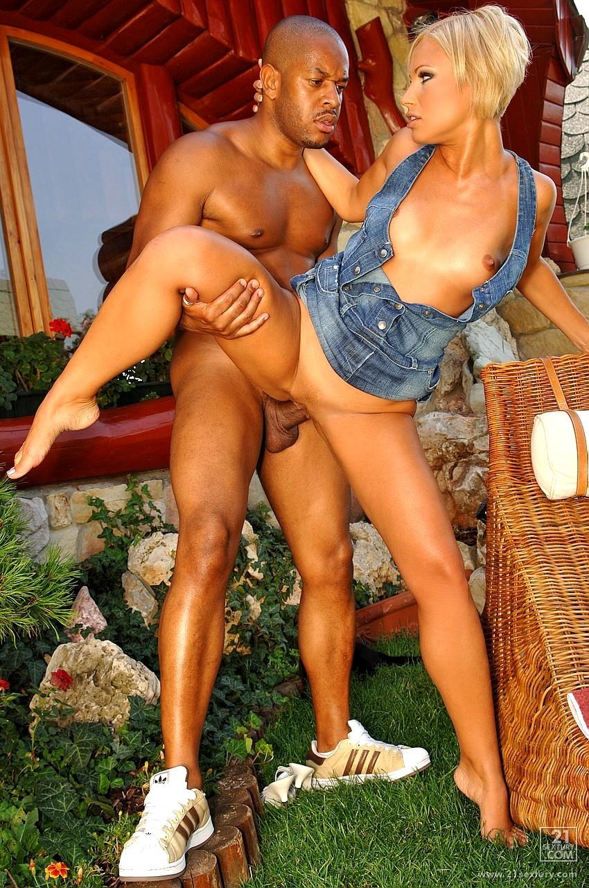 szilvia-lauren-interracial-nude-haven-sex-party