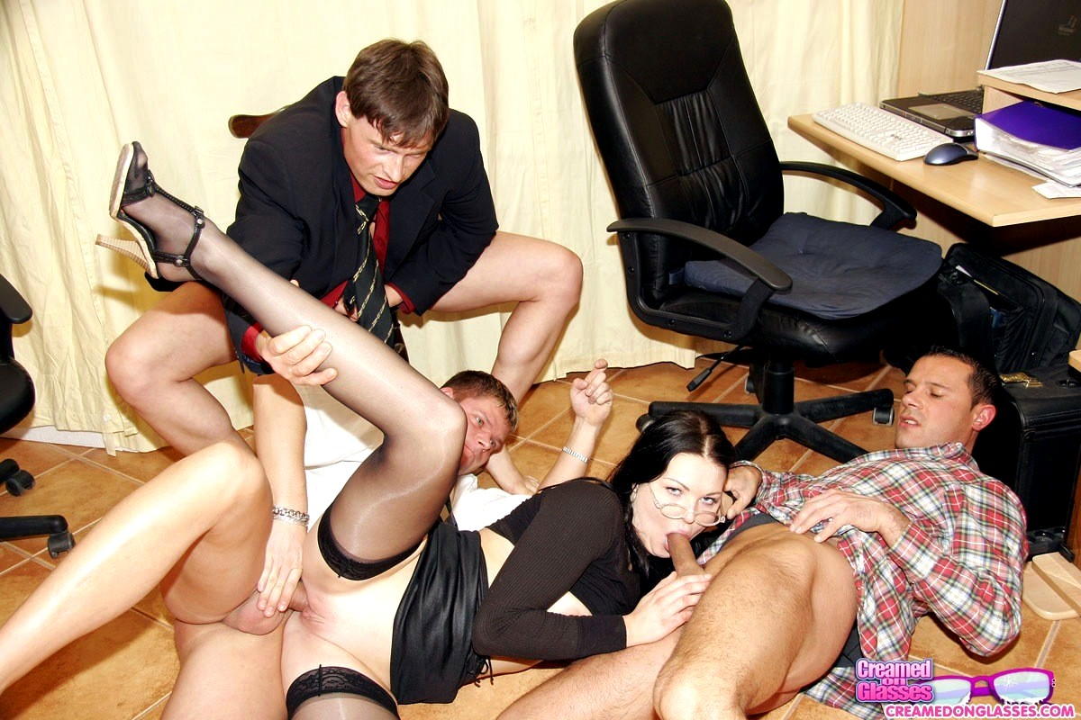 Групповое Порно На Работе Бесплатно