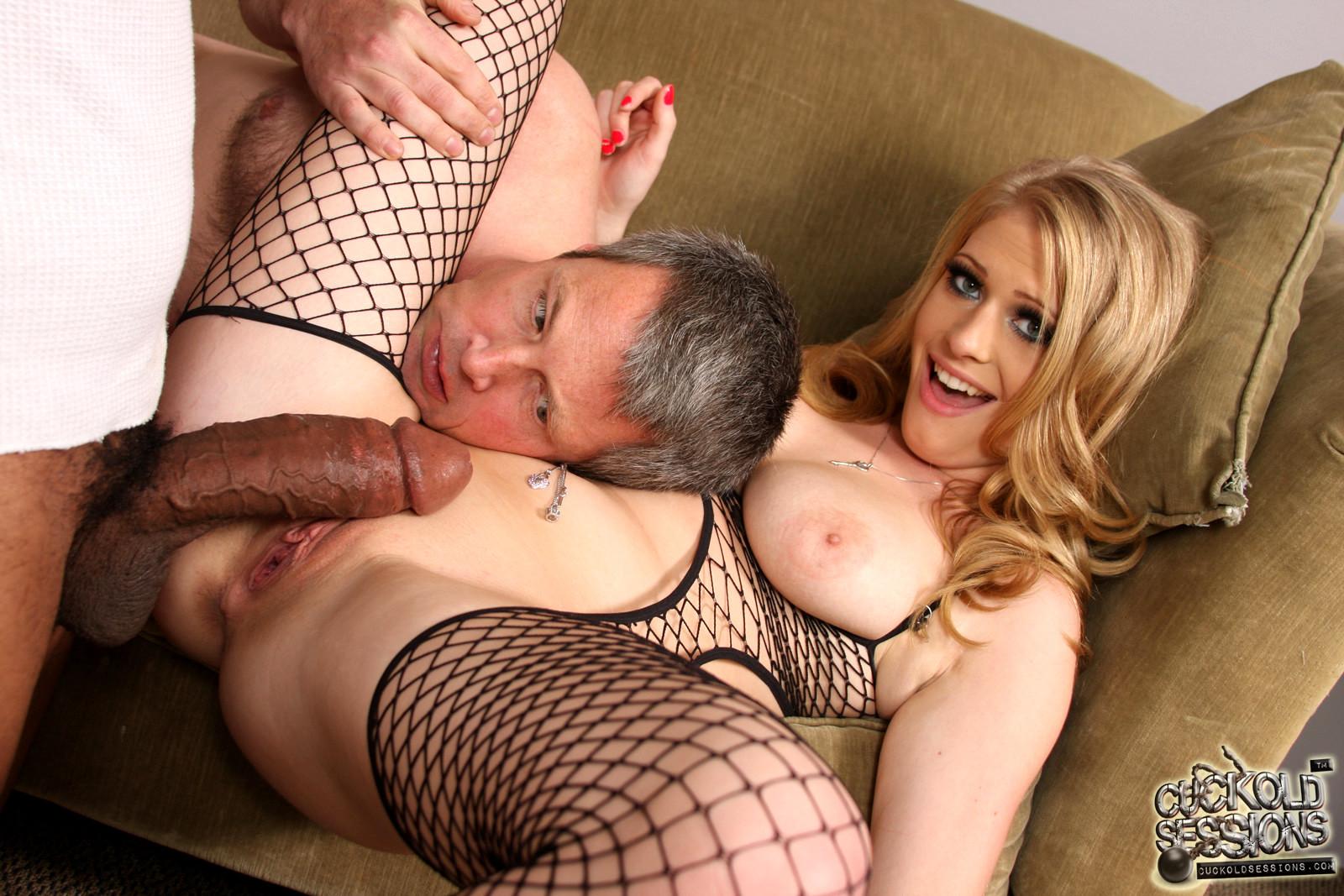 блондинку с большими сиськами ебут при муже порно абсолютно