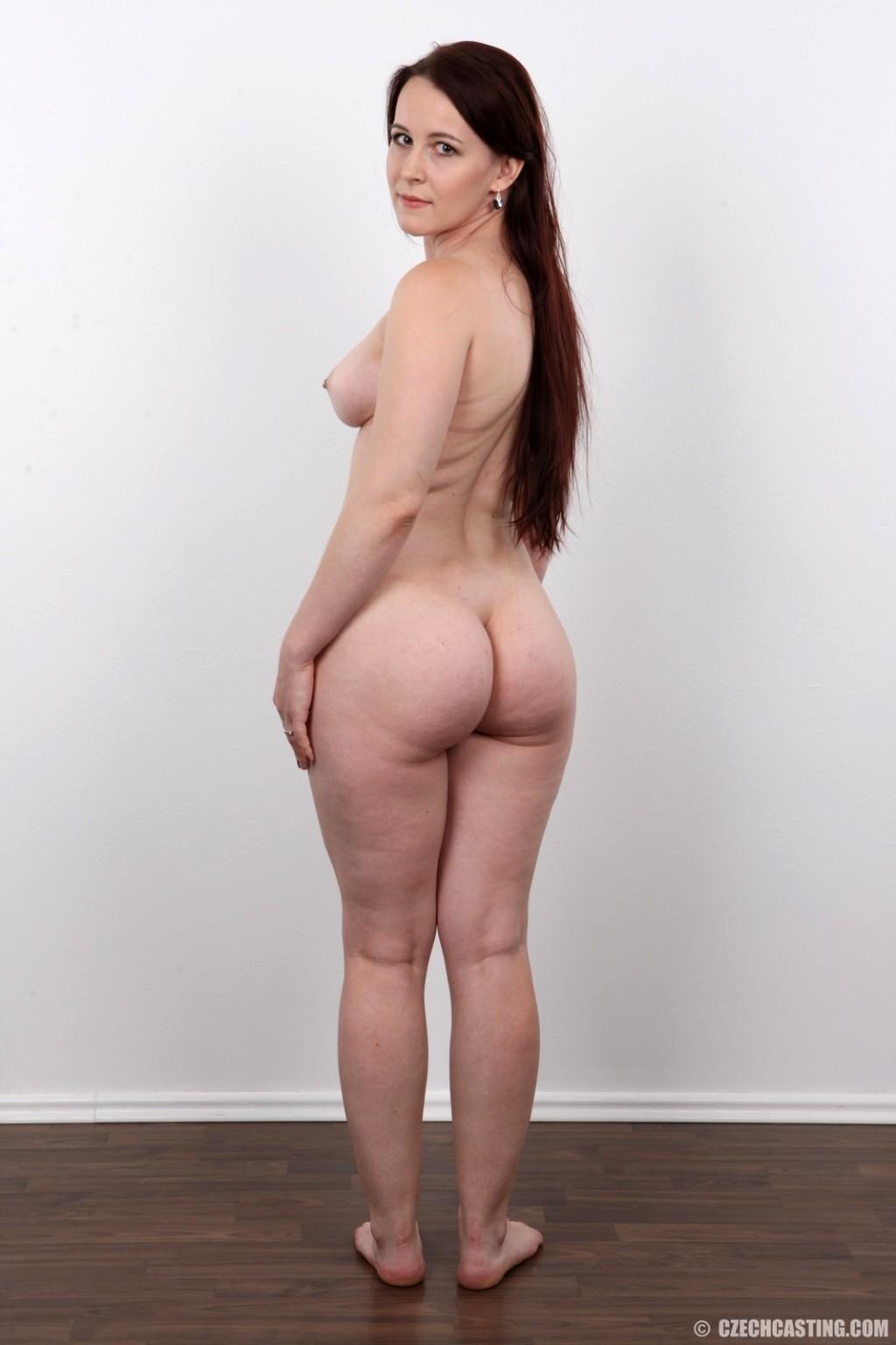 standing-butt-nude