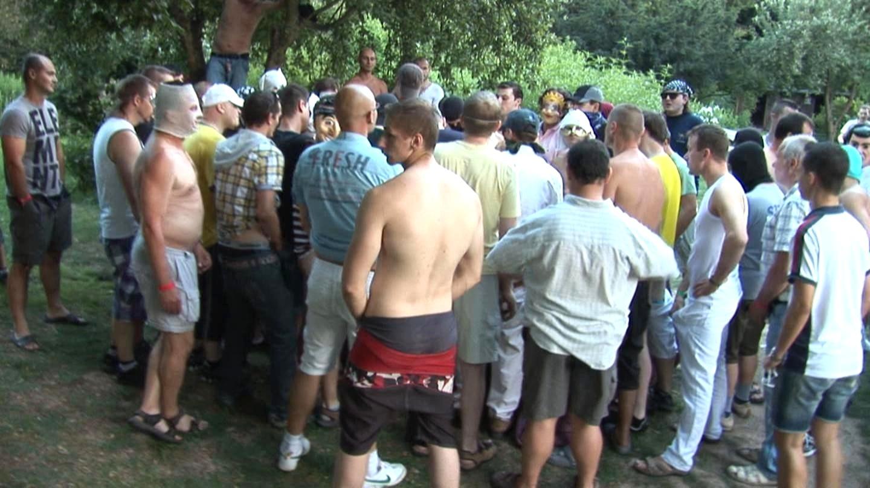 толпа мужиков трахает чешскую красавицу себя всю