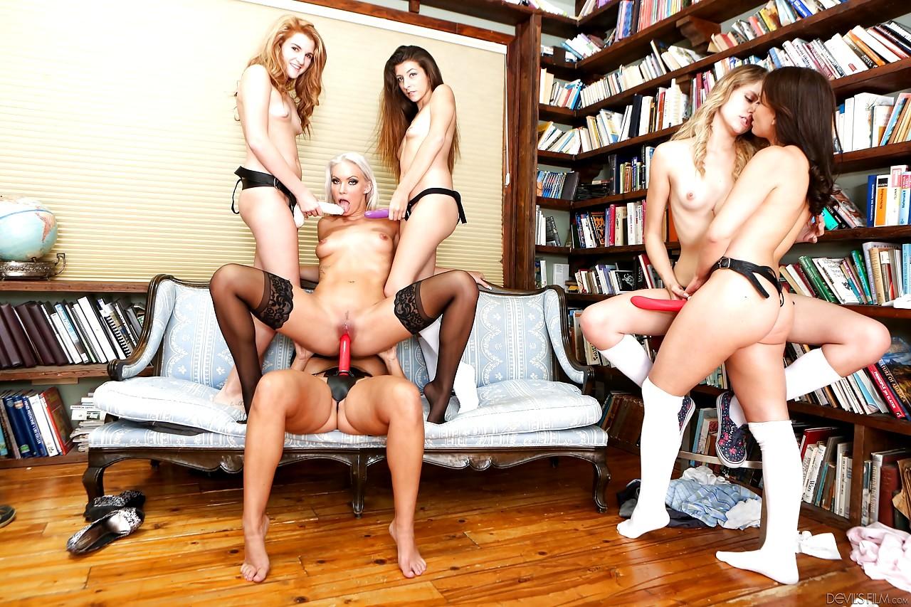 Русские лизбиянки студентки груповуха порно, Порно видео онлайн: СтуденткиЛесбиянкиГрупповое 25 фотография