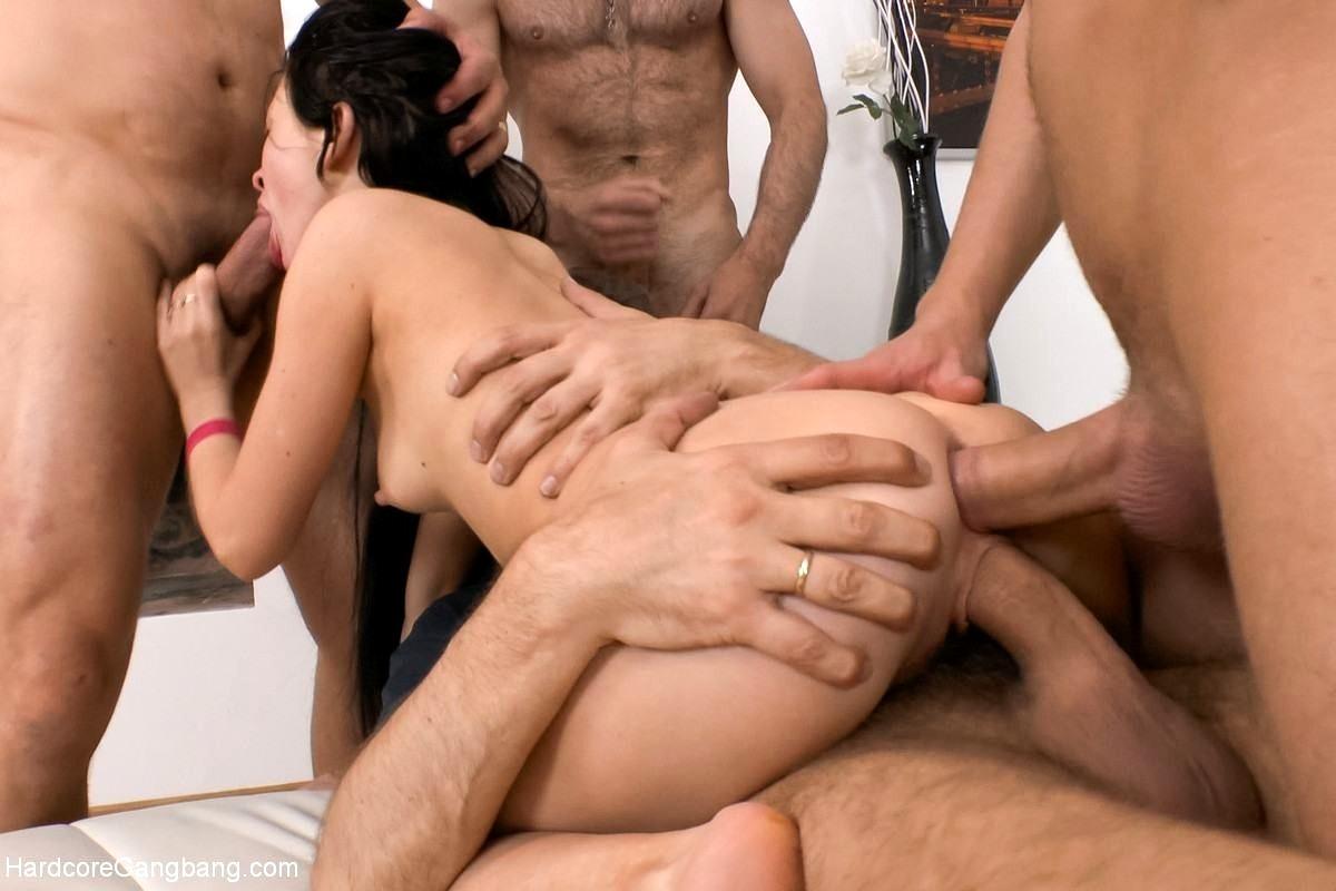 видео одна для троих порно