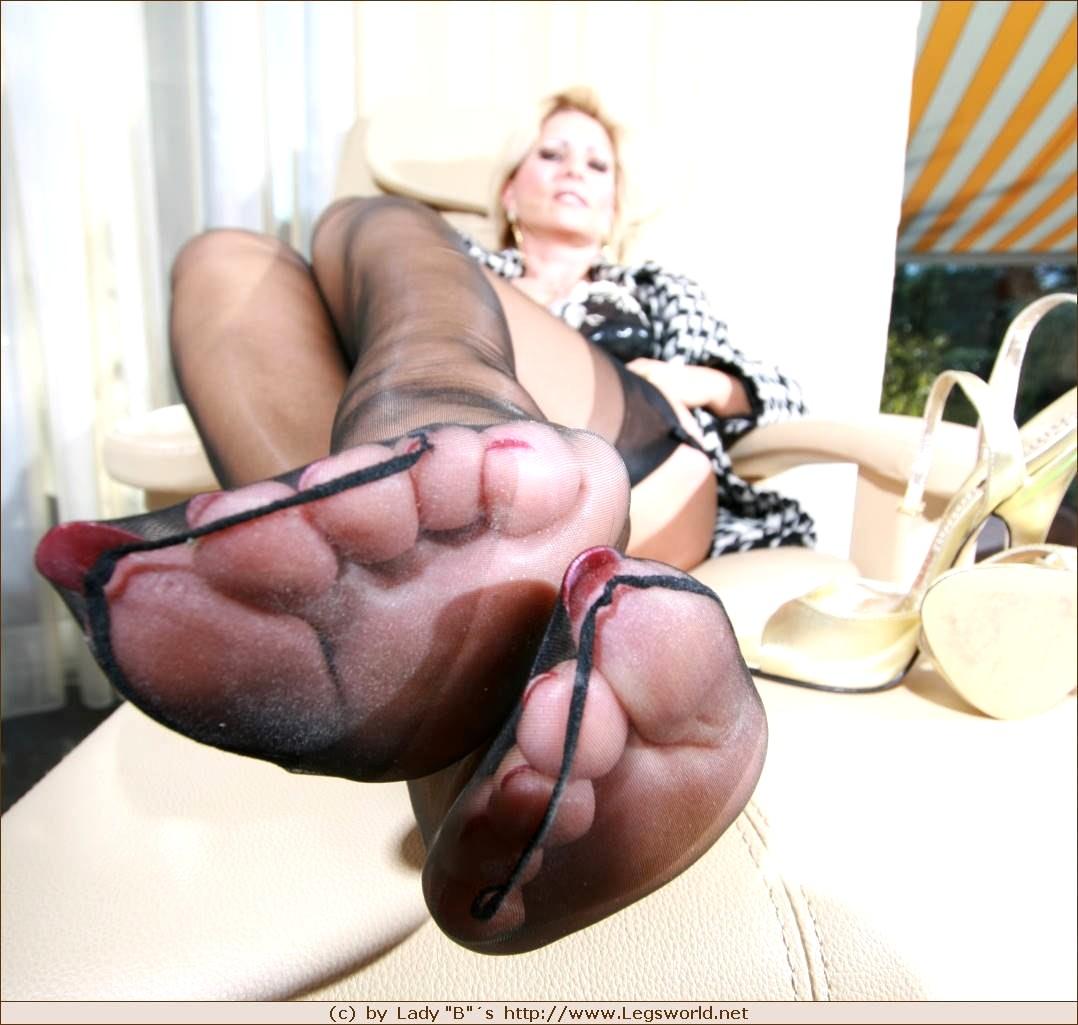 Nude lady barbara leg fetish naked pics