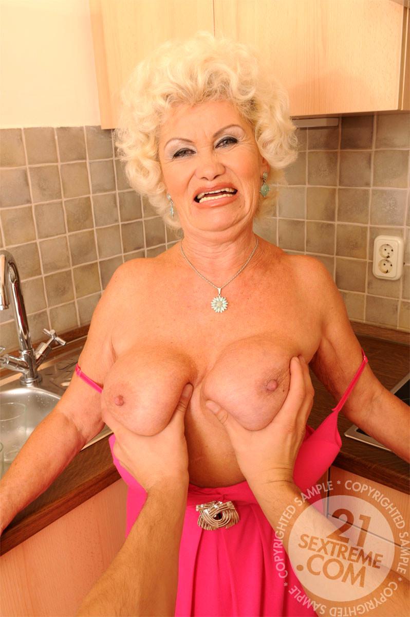 mobile granny porn