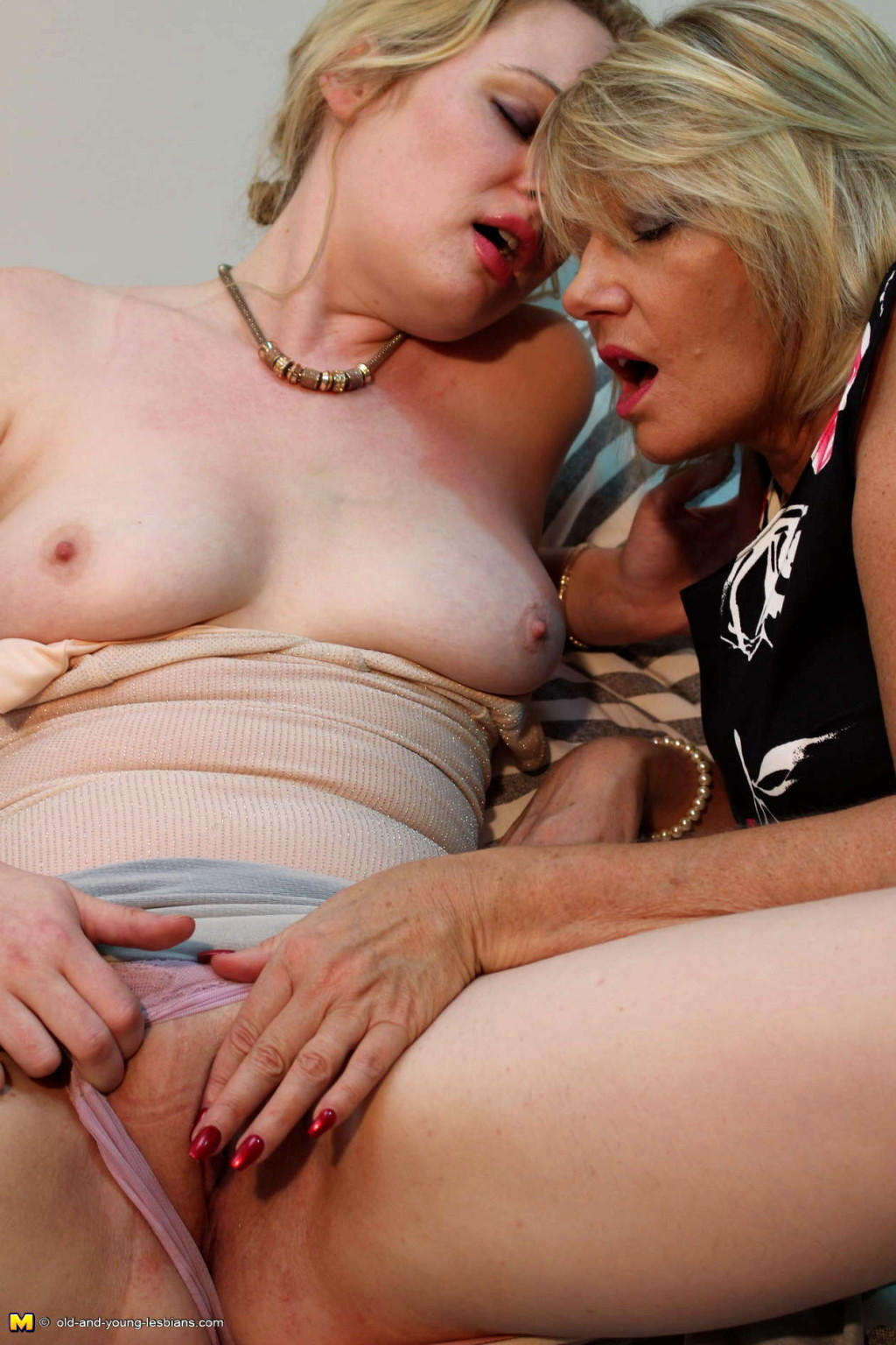 Porn mature huge tits-9261