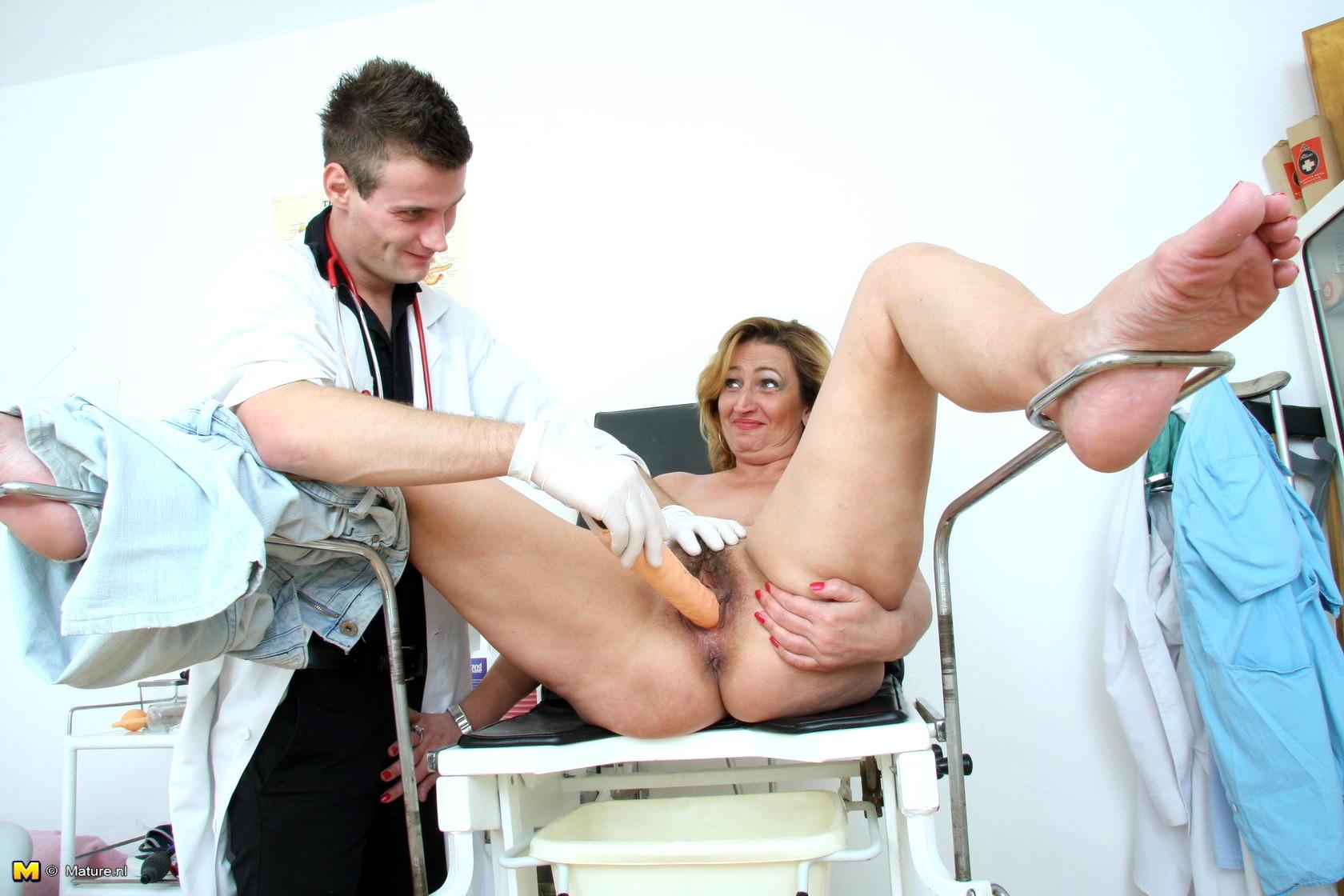 порно старых у гинеколога