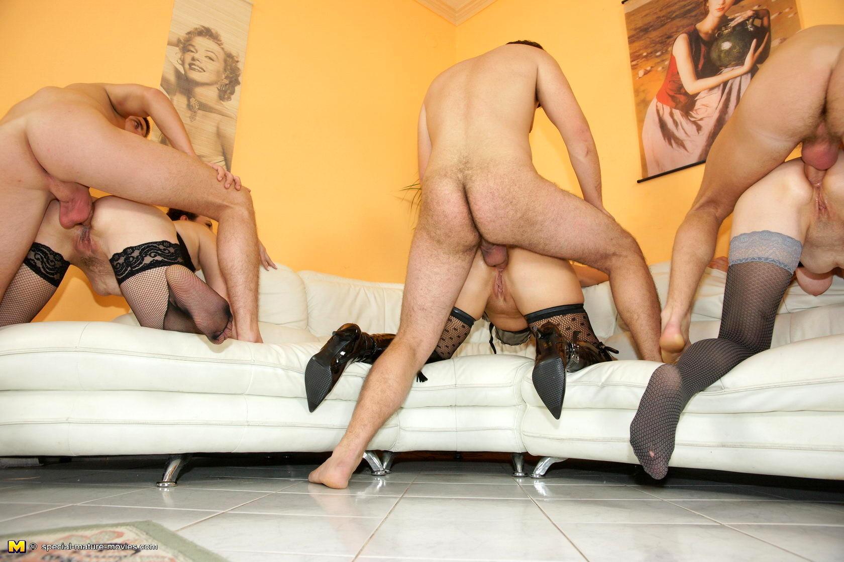 секс фото извращение зрелых - 1