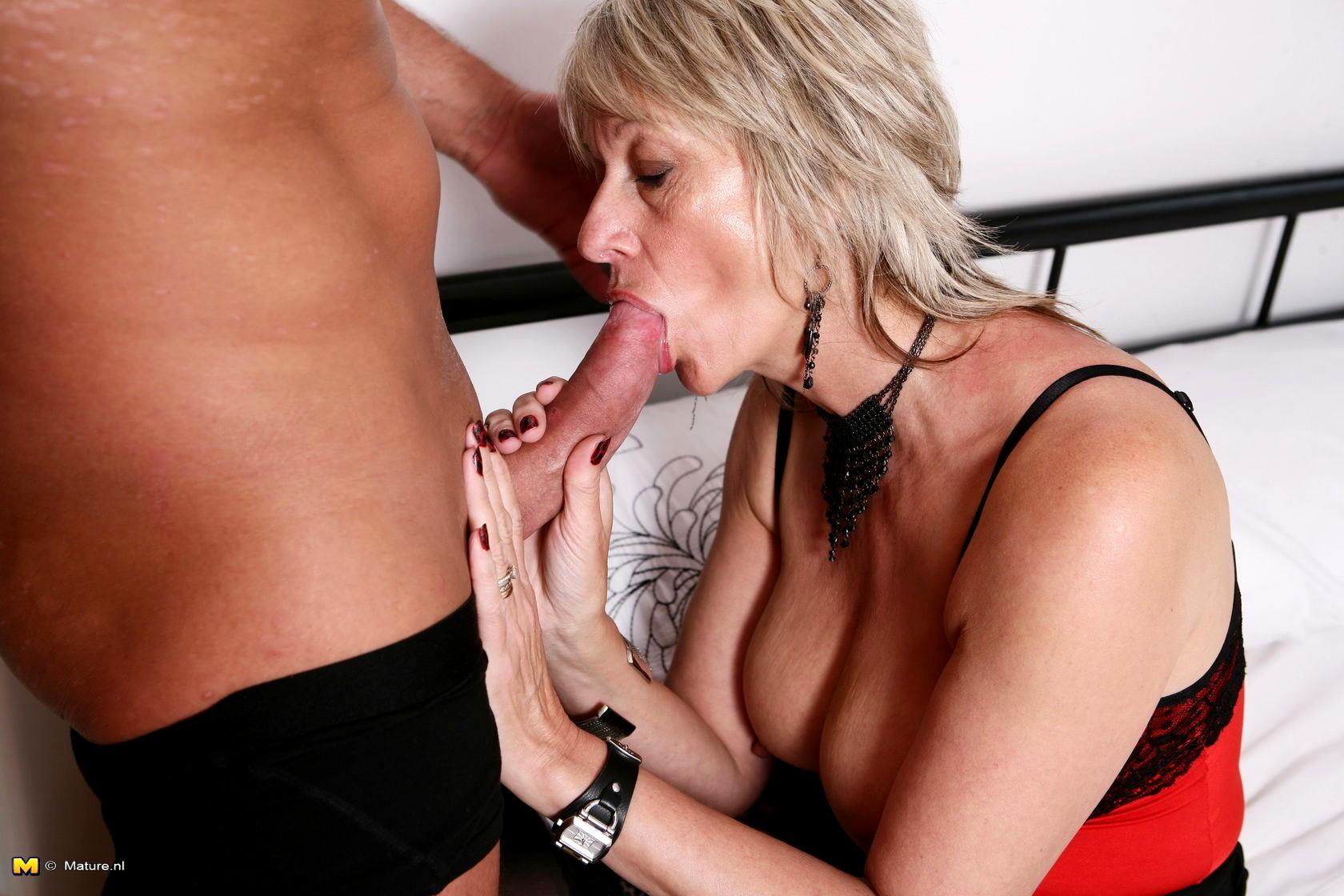 Похотливые любовницы исполняют минет порно фото бесплатно
