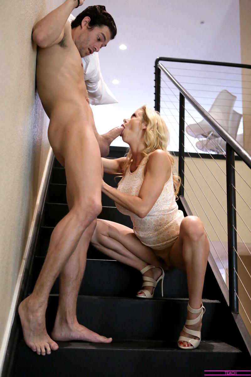 Ломалась соблазнила раздвинув ножки порно веб молодые