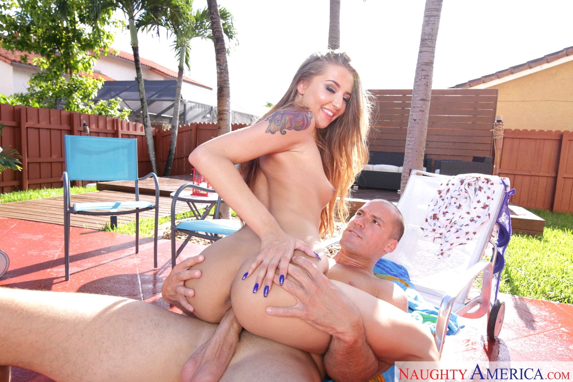 Sexy babe avery adair getting smashed in her cunt by jmac 10