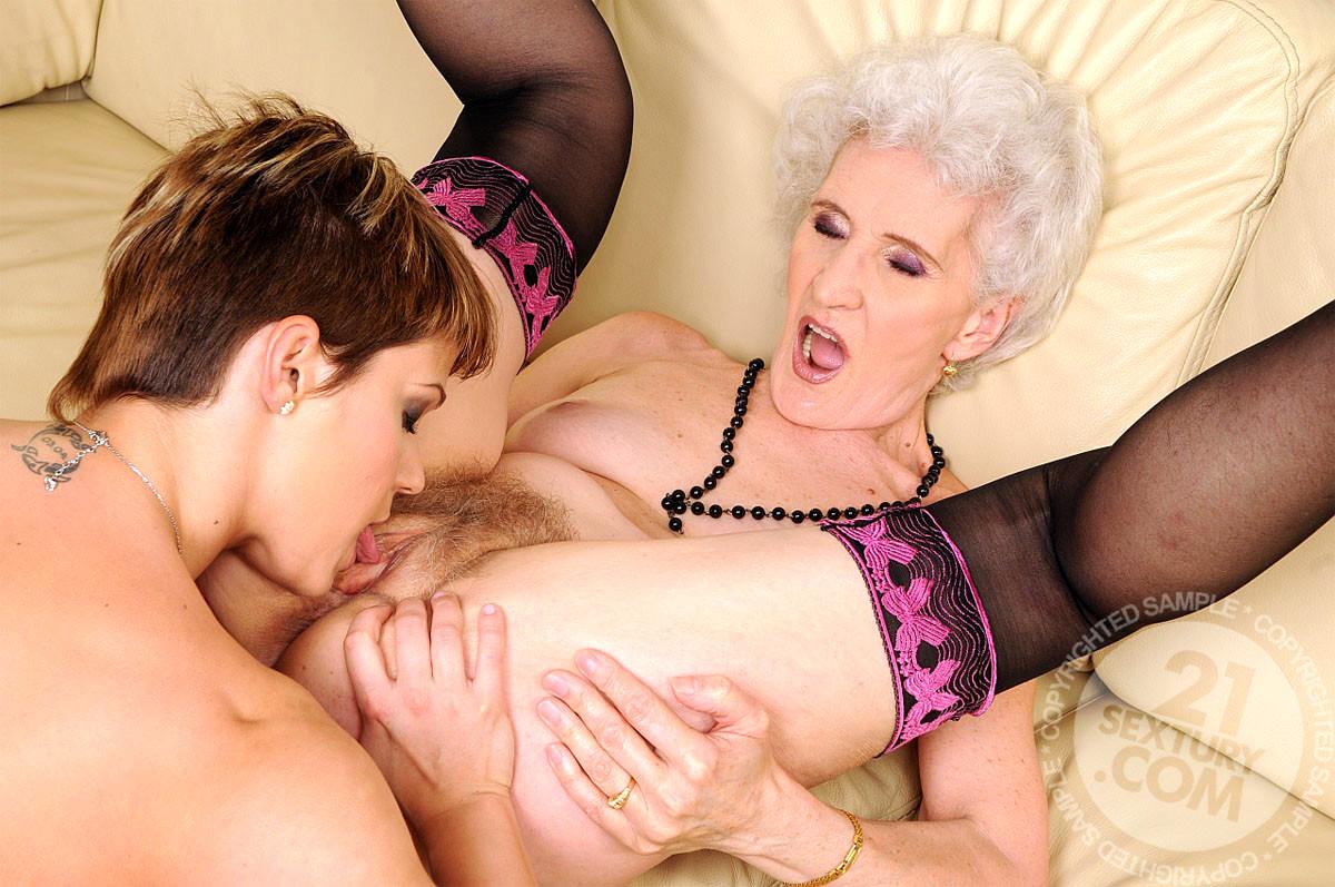A naked girls masterbat