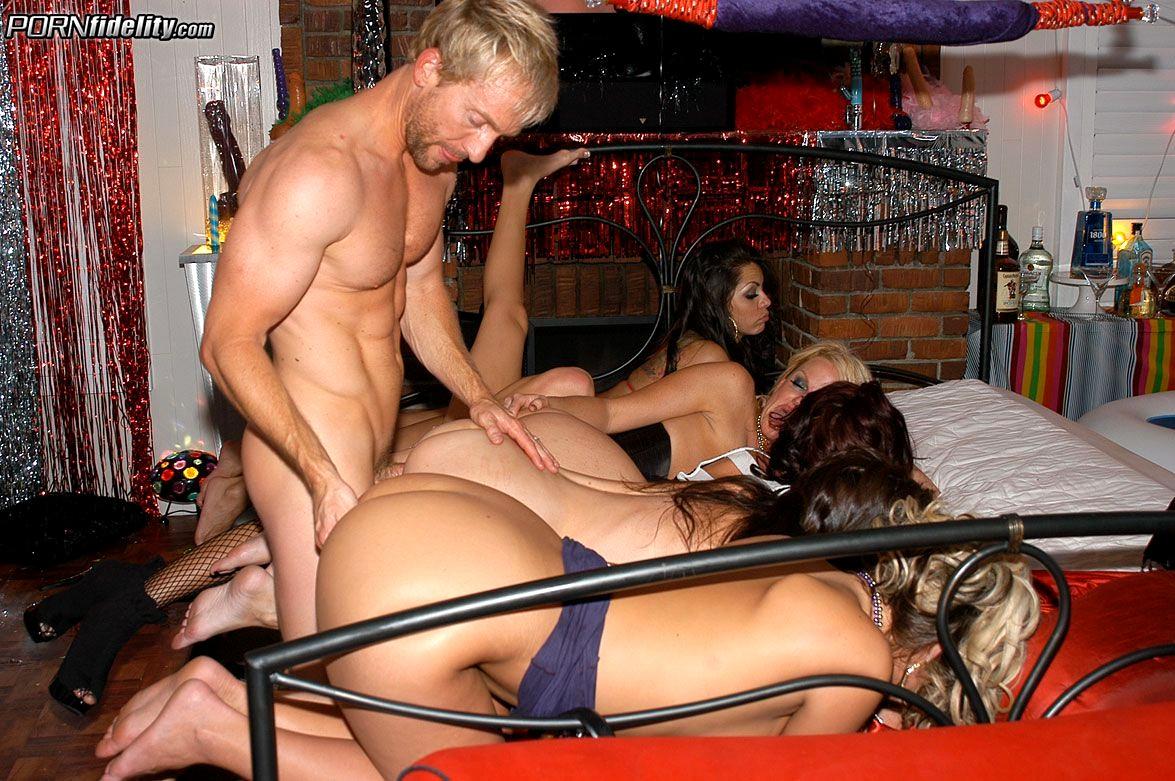 Секс порно жесткая ебля на девишнике