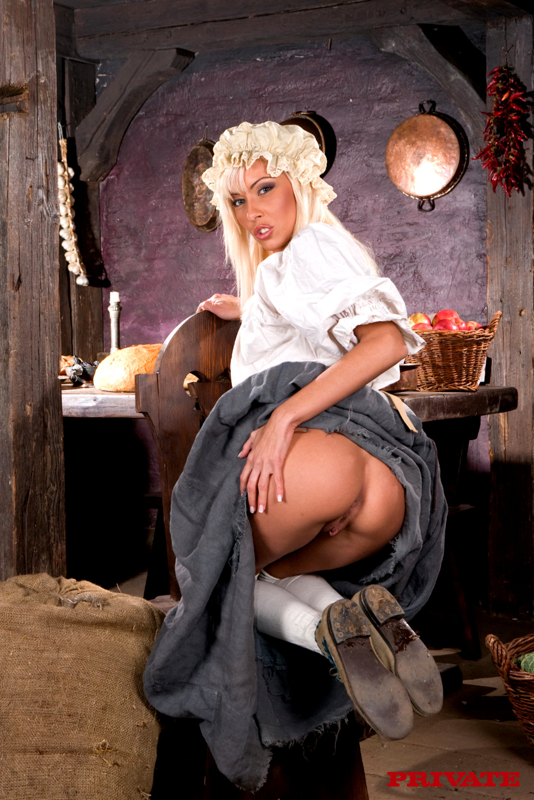 порно барин и барыня она прижалась