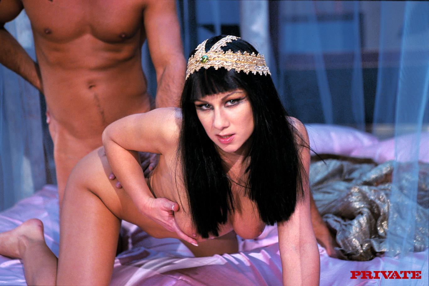 Порно царица трахается с рабом, сексуальные секретарши шефов секс фильм
