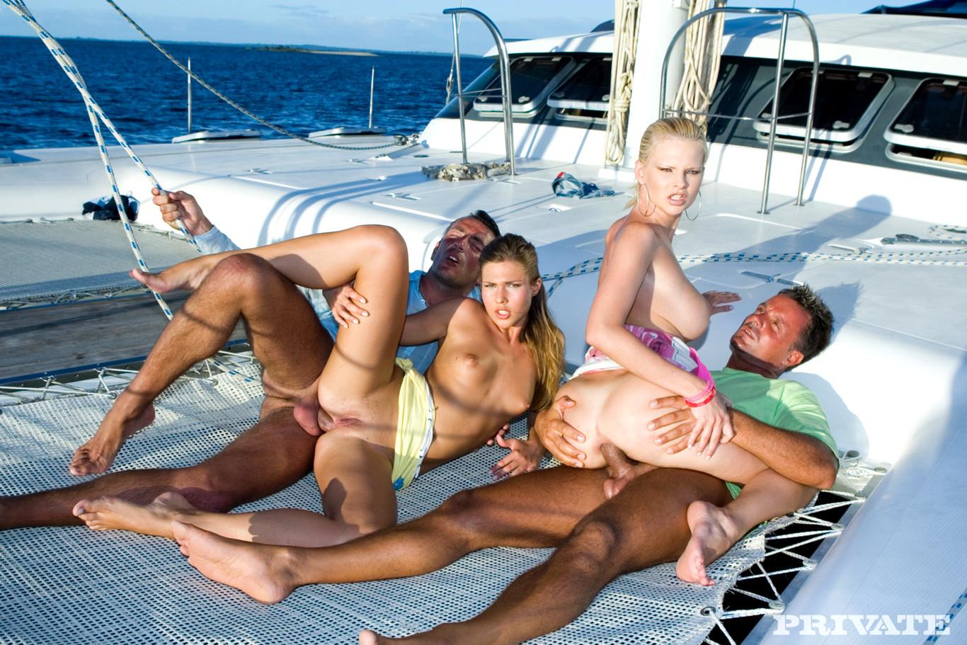 назначеное время видео свингеры на яхте наблюдал