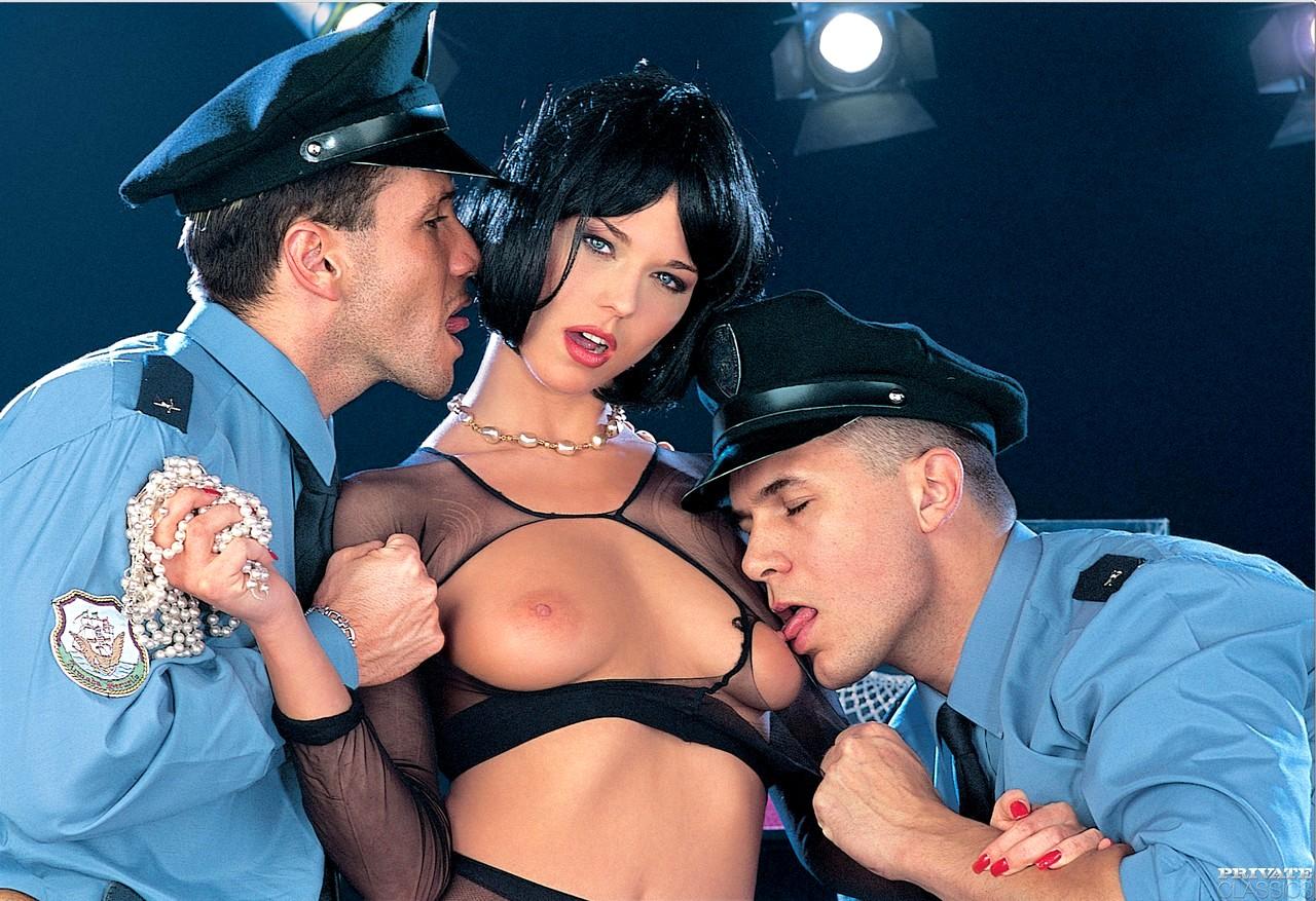 Порно две полицейские