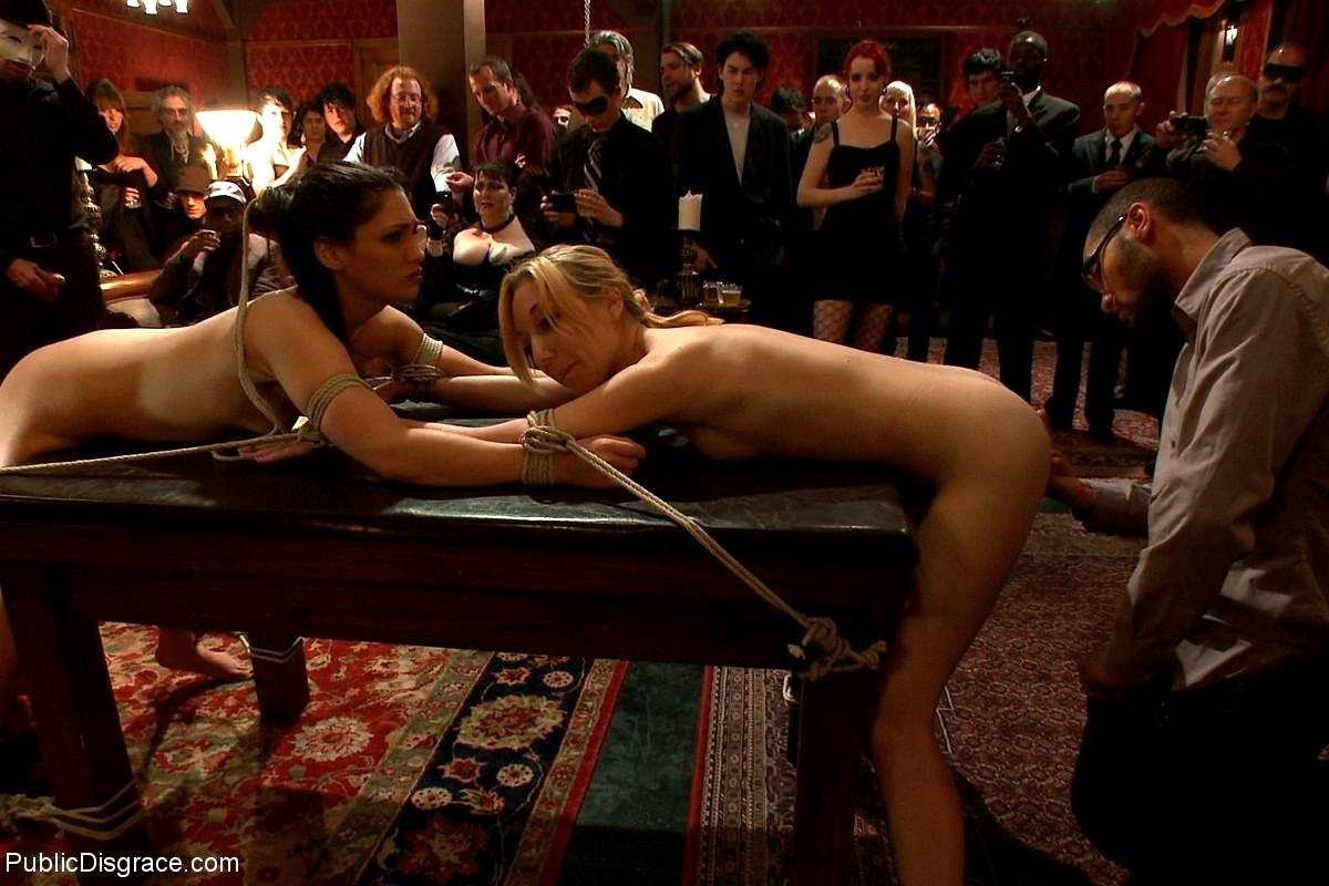 Элитная вечеринка с секс рабынями, как сосут мамочки