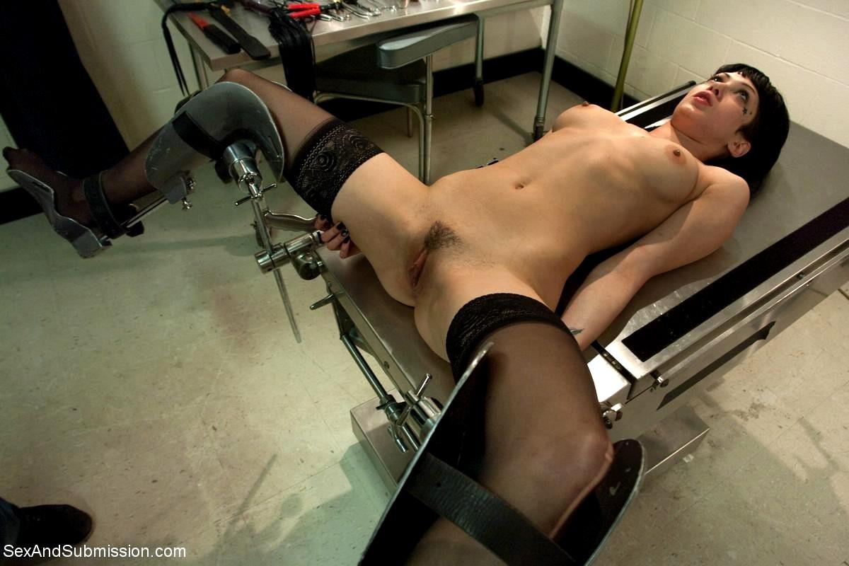 Привязали парня к гинекологическому креслу видео, показать как трахаются молодые пары