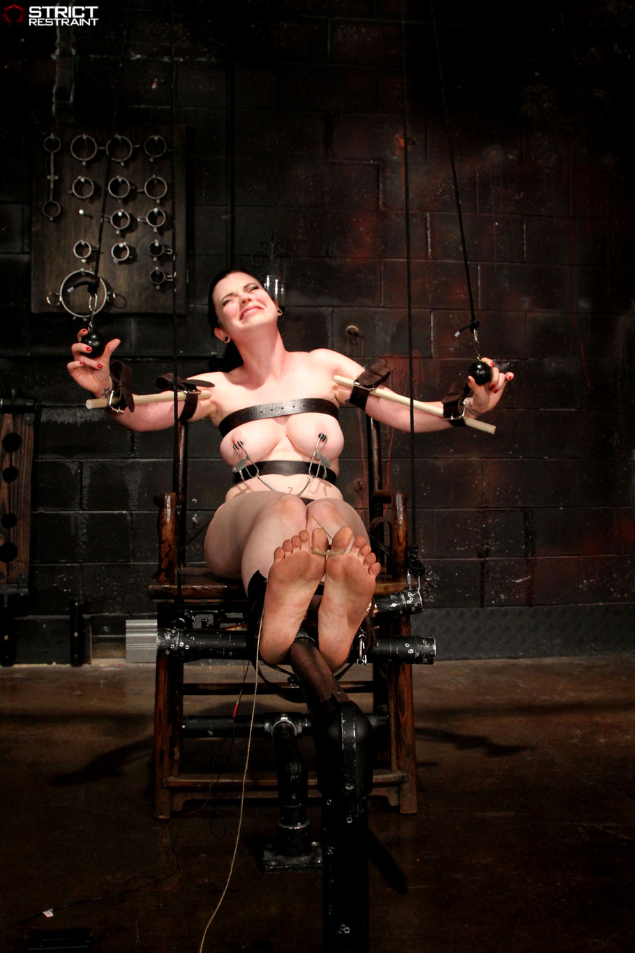 Strict bondage and dominate female slave