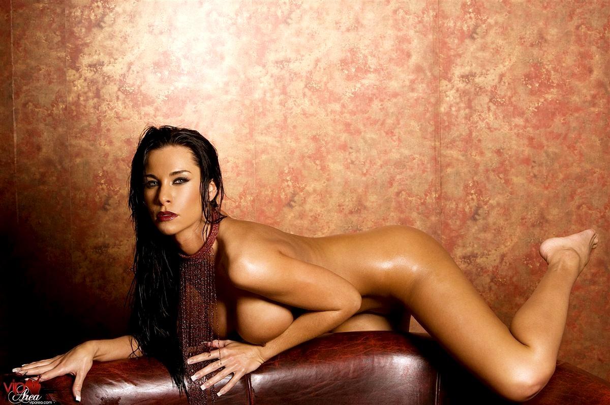 eroticheskie-foto-laura-li